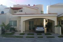 Casa En Renta En Fraccionamiento 18 De Marzo, Carmen, Campeche En 15,000 Mxn Con 000m2