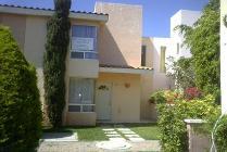 Casa En Venta En Fraccionamiento Las Aves, Irapuato, Guanajuato En 650,000 Mxn Con 8700m2