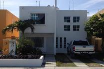 Casa En Renta En Fraccionamiento Residencial Del Lago, Carmen, Campeche En 13,000 Mxn Con 000m2